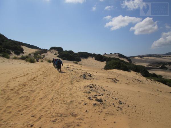 Vượt đồi cát, thử thách trên cung đường trekking cực Đông.