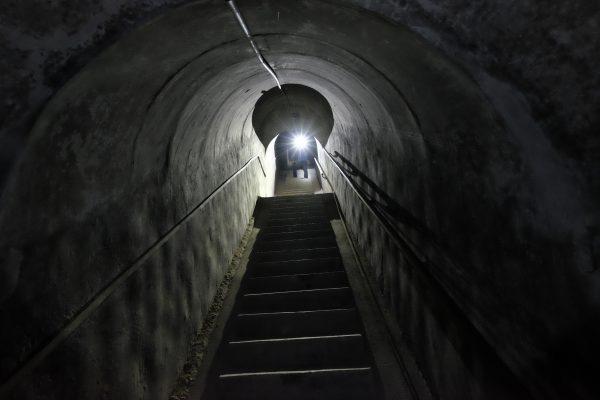Đường hầm xuyên đảo Hòn Hải.