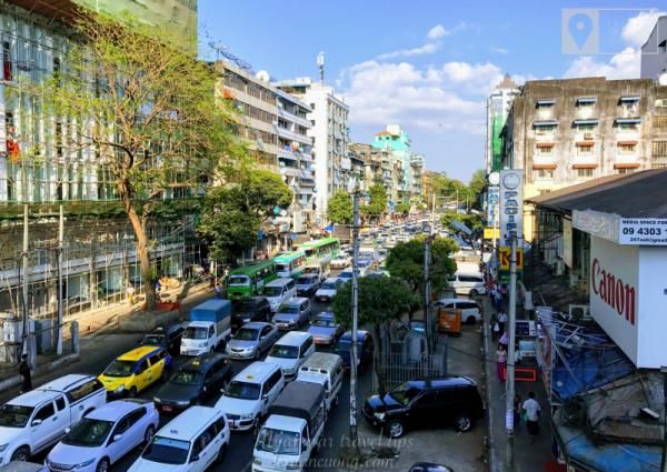 Yangon là thành phố kẹt xe rất kinh khủng, do đó cần tính toán để tránh trễ giờ bay hoặc xe bus.