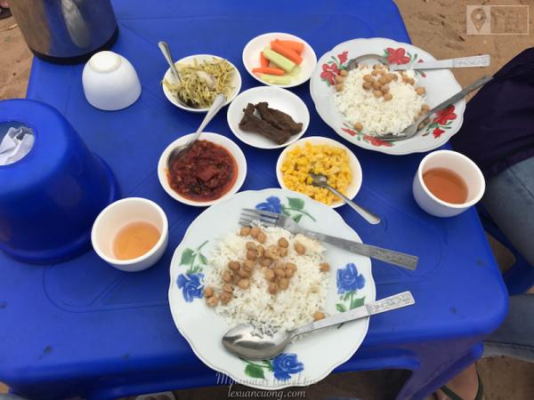 Bữa sáng ở Bagan sau khi ngắm bình minh.