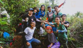 Đoàn chinh phục thành công đỉnh Ngọc Linh .