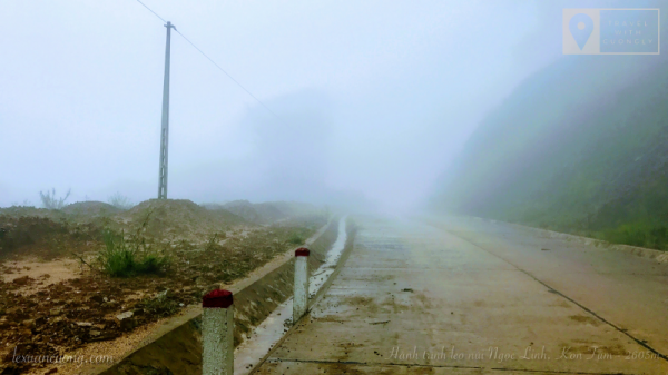 Fog makes the road move to Ngoc Linh commune harder.