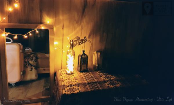 Đèn ngủ ở PHÒNG NGOẠI, khá hay ho.
