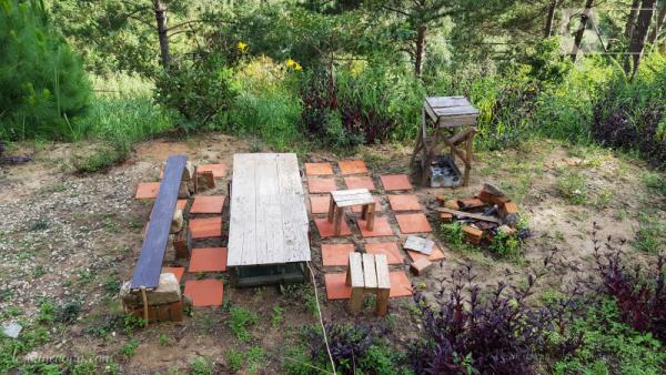 Khu vực BBQ ở trong vườn.