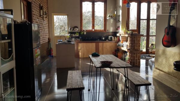 Khu vực bếp, bạn có thể mua đồ ăn về đây để chế biến.