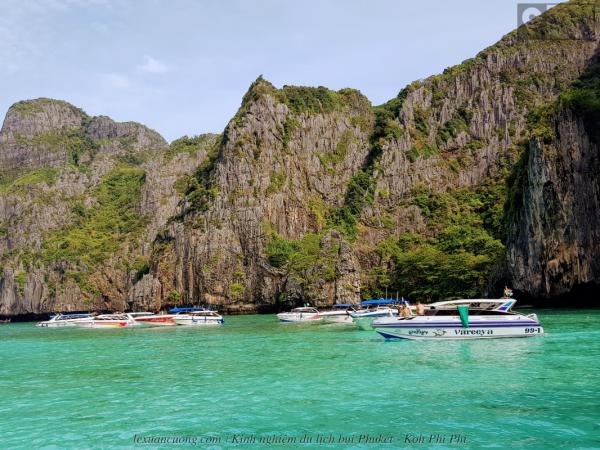 Nước biển xanh và cát mịn ở Maya bay