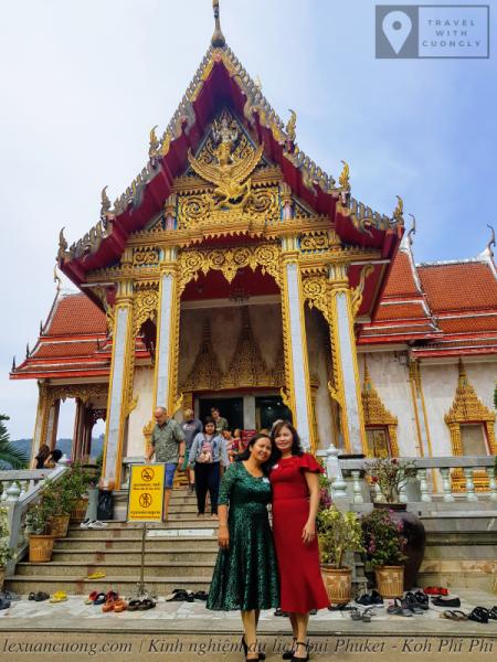 Chùa Wat Chalong nổi tiếng ở Phuket.