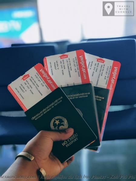 Hộ chiếu là vật bất ly thân khi đi du lịch nước ngoài.
