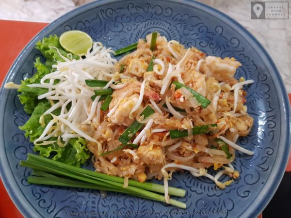Bữa trưa đầu tiên ở Phuket, món Pad Thái.