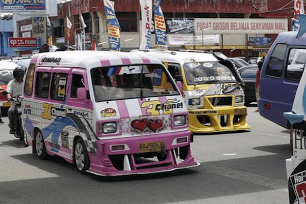 Opelets là một trong hai loại xe bus mini đặc biệt tại Indonesia