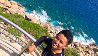 Từ hải đăng Hòn Chút, nước biển có màu xanh đẹp mắt!