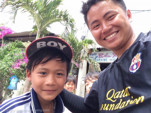 Nhóc em ở Bình Hưng.