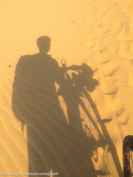 Vượt đồi cát Mũi Dinh với cái nắng gay gắt trên đầu.