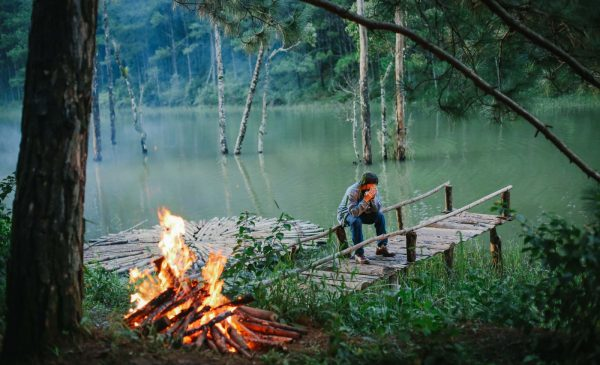 "This romantic scene in the movie ""The glorious Month"" is located in Lake Tuyen Lam, Dalat."