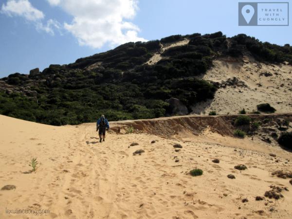 Trekking băng đồi cát, cung đường mệt mỏi nhất ở Cực Đông, cực kỳ tốn sức.