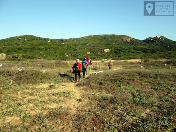 Cung đường trekking tiếp theo là những đoạn trống và rừng.