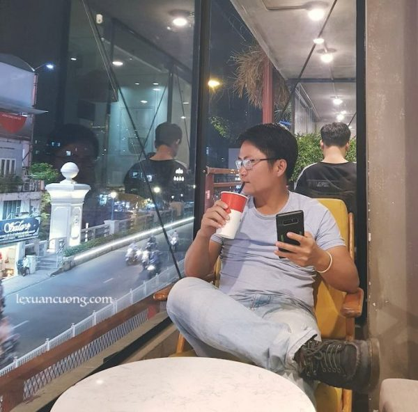 Cafe tại The Coffee House Cầu Bông.