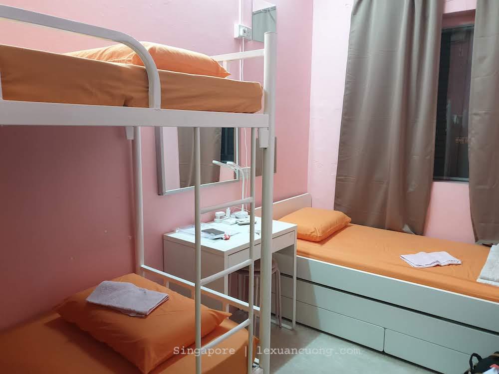có 3 giường màu cam
