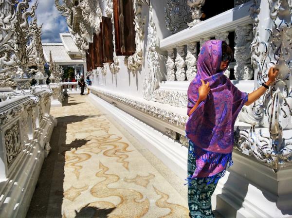 Du li%CC%A3ch Chiang Mai %C4%90e%CC%82%CC%80n Tra%CC%86%CC%81ng Wat Rong Khun3 600x448 - Nhớ ghé thăm Đền Trắng Wat Rong Khun khi du lịch Chiang Rai, Thái Lan