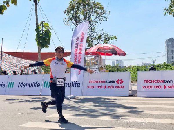 """Techcombank Marathon 15 600x450 1 - 42km, Marathon đầu tiên: """"Hãy cười lên & nhớ rằng bạn đã trả tiền để chạy"""""""
