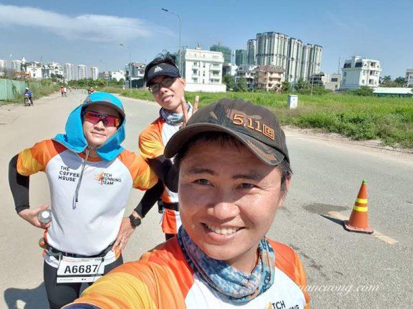 Gặp đồng đội khi còn cách đích 8km, nắng như đổ lửa & không 1 bóng cây