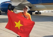 Ký sự 30h: Đến UAE cổ vũ tuyển Việt Nam, 18 giờ bay & 90 phút cháy hết mình!