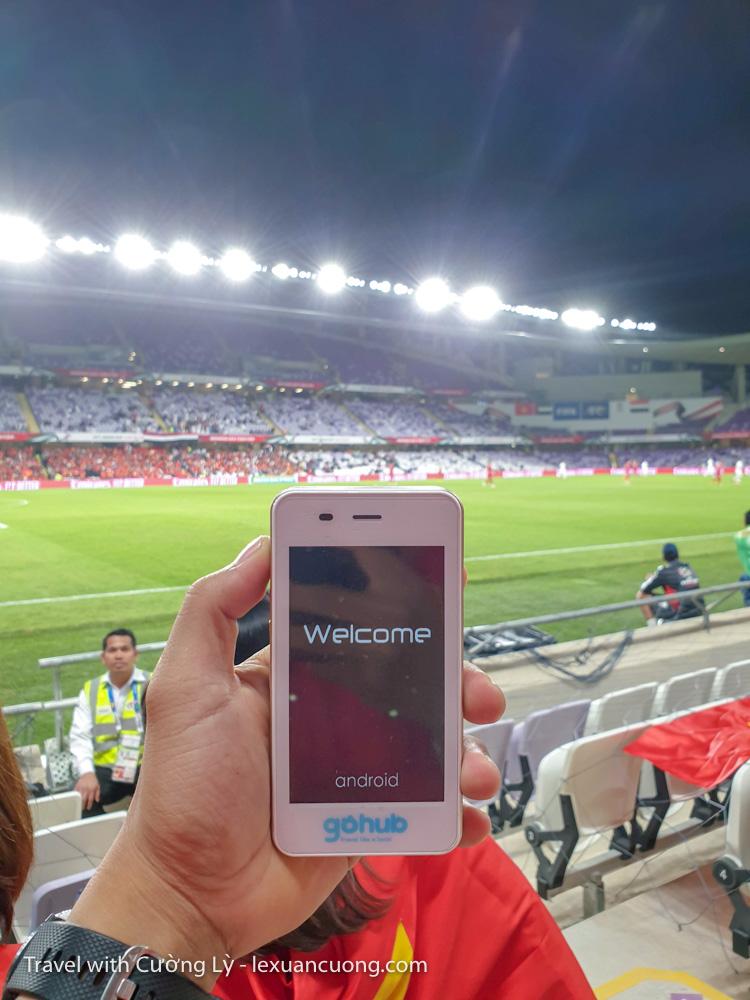 Cục wifi thuê từ Gohub, giúp mình kết nối 4G khi qua UAE, xém tí nữa là mình không được mang vào sân!