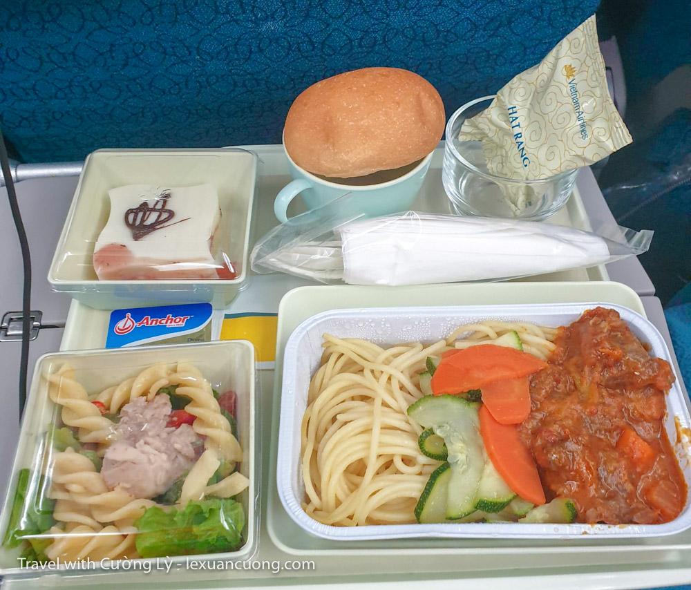 Nạp năng lượng bằng bữa trưa trên máy bay!