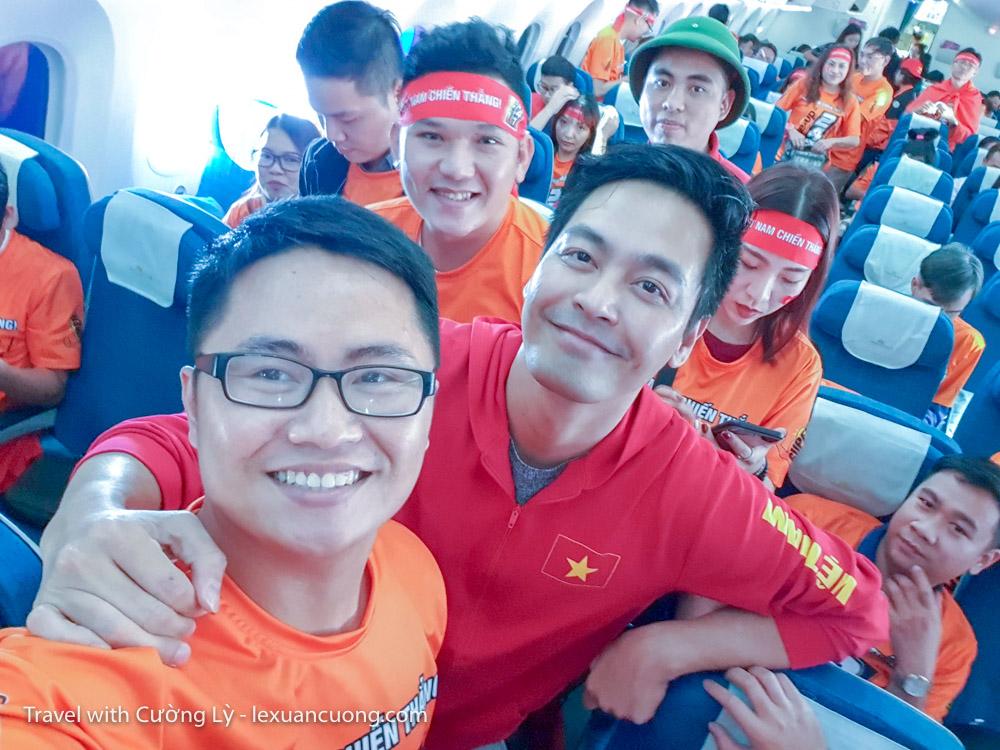 xem bong da uae tuyen viet nam 4 - Ký sự 30h: Đến UAE cổ vũ tuyển Việt Nam, 18 giờ bay và 90 phút cháy hết mình!