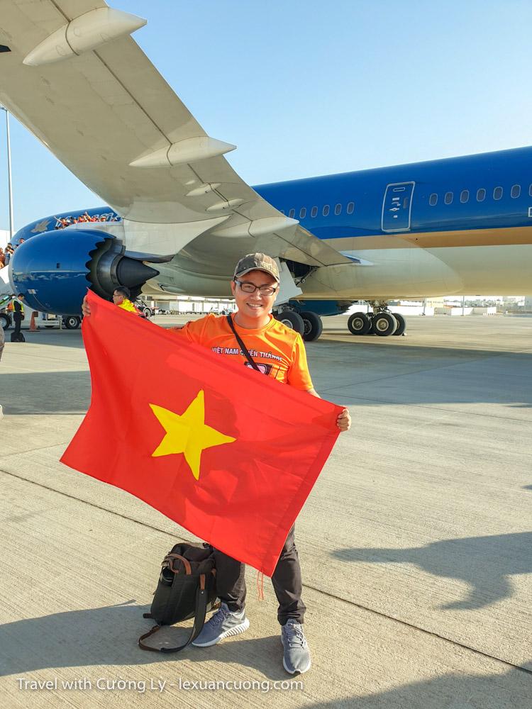 xem bong da uae tuyen viet nam 5 - Ký sự 30h: Đến UAE cổ vũ tuyển Việt Nam, 18 giờ bay và 90 phút cháy hết mình!