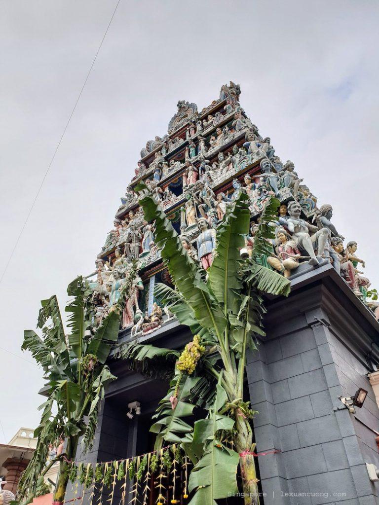 Chùa Hindu đang có lễ hội khi mình đến.
