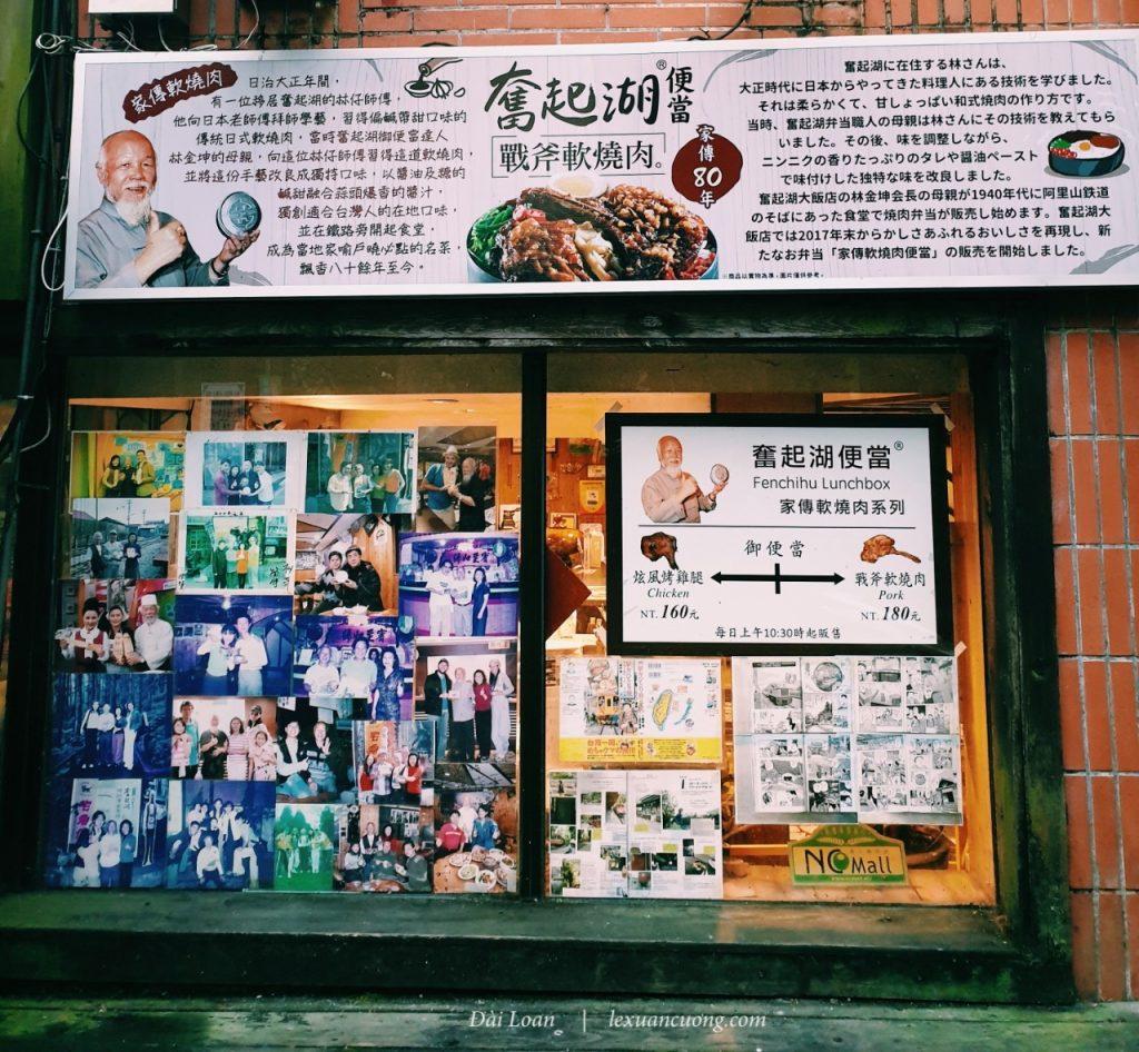 Nổi tiếng nhất là nhà hàng cơm hộp của ông Hoàng, cạnh 7 - Eleven.