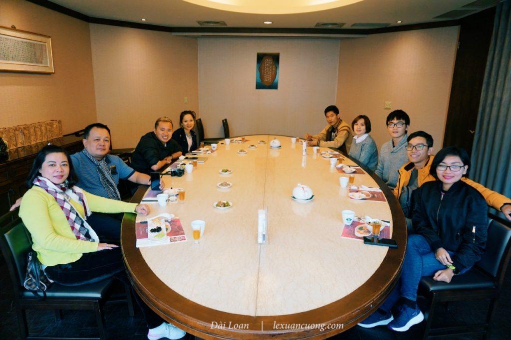Thưởng thức bữa trưa tại phòng VIP - nhà hàng Cha for tea