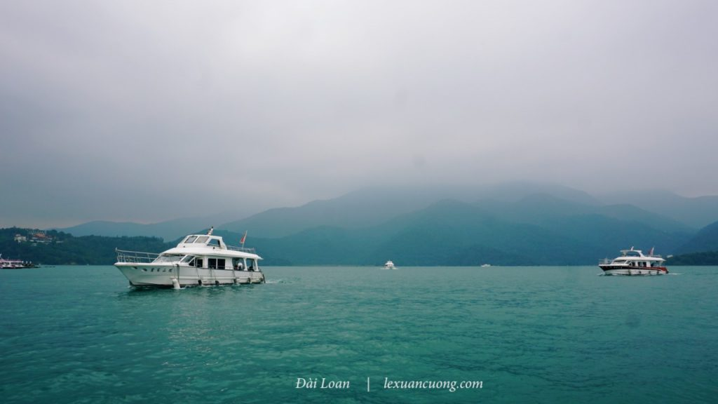 Đi thuyền trên hồ Nhật Nguyệt, hoạt động không nên bỏ lỡ khi đến đấy