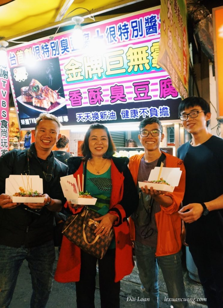 Visit & enjoy Street cuisine at Phung Jia Night Market.