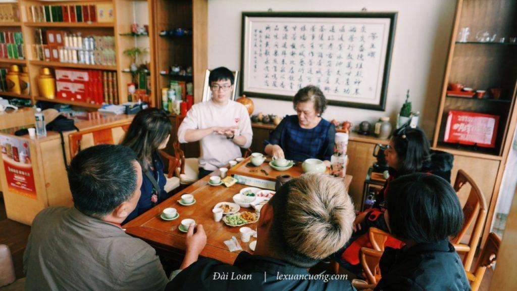 Listen to share on the story of Ten Ren & Lutaiwan tea Taiwan.