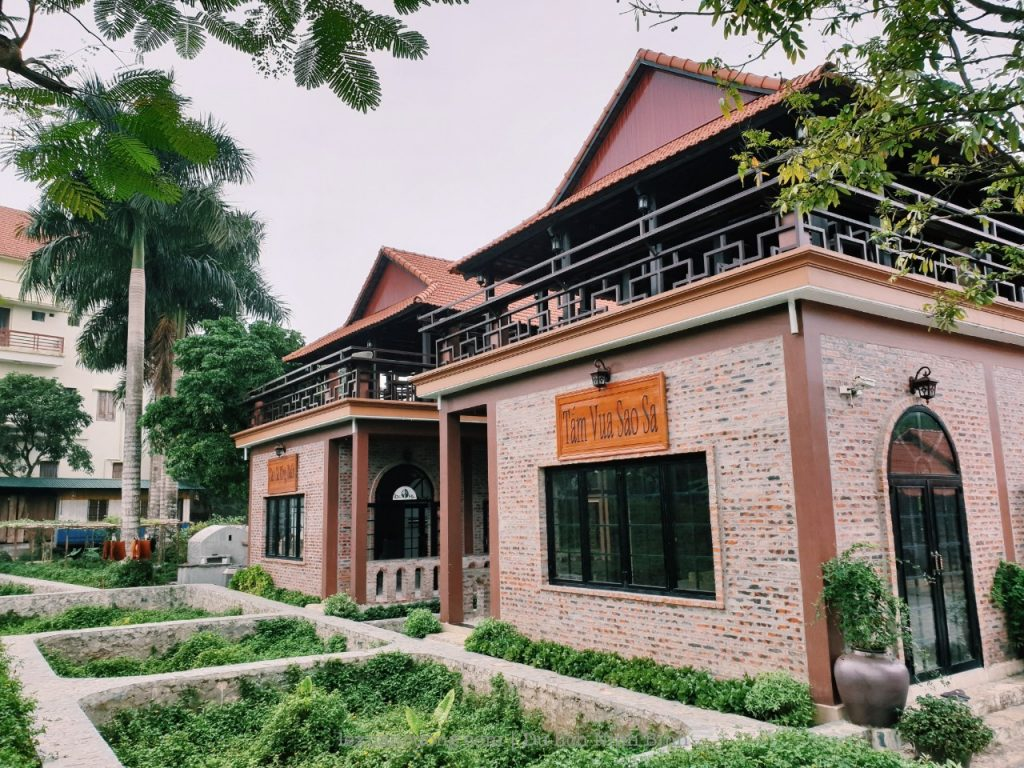 It is a fairly large area, with a cooperative building, restaurant, bathtub, and homestay.