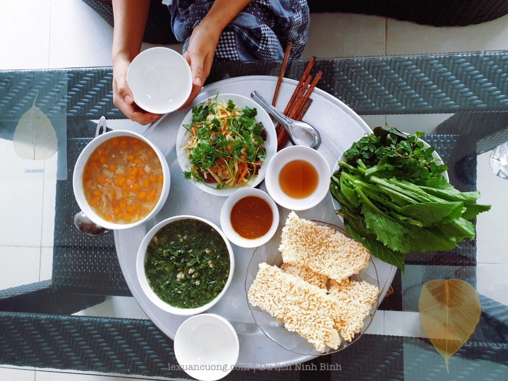 Feast is priced at 460k. The Chao 250k goat, the rice sauce 150k fire, the remaining rice, soup & rau fry.