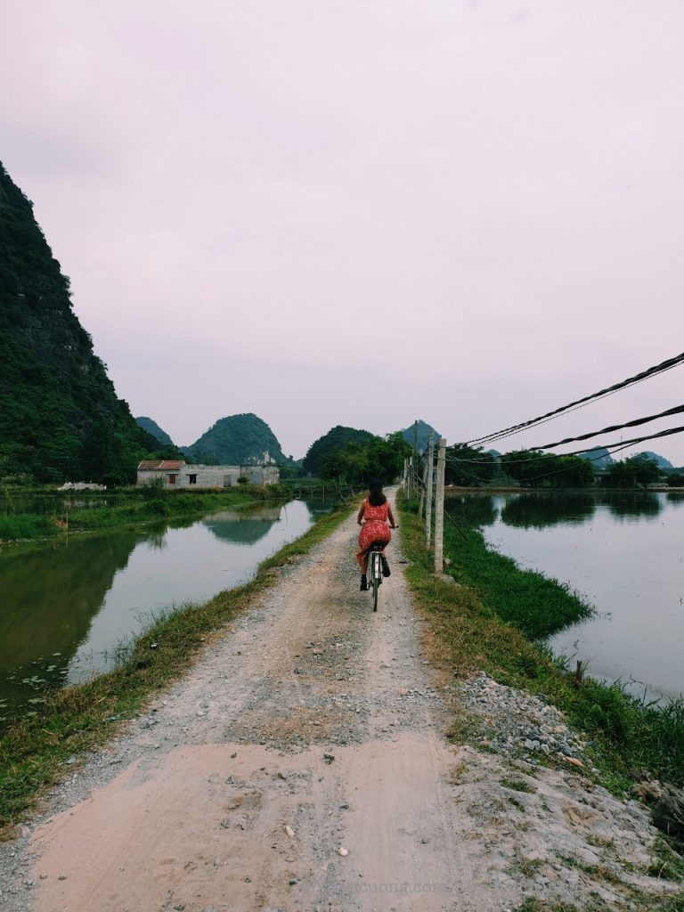 The way to the Lotus Field homestay is full of stone... Length is more than 1km.