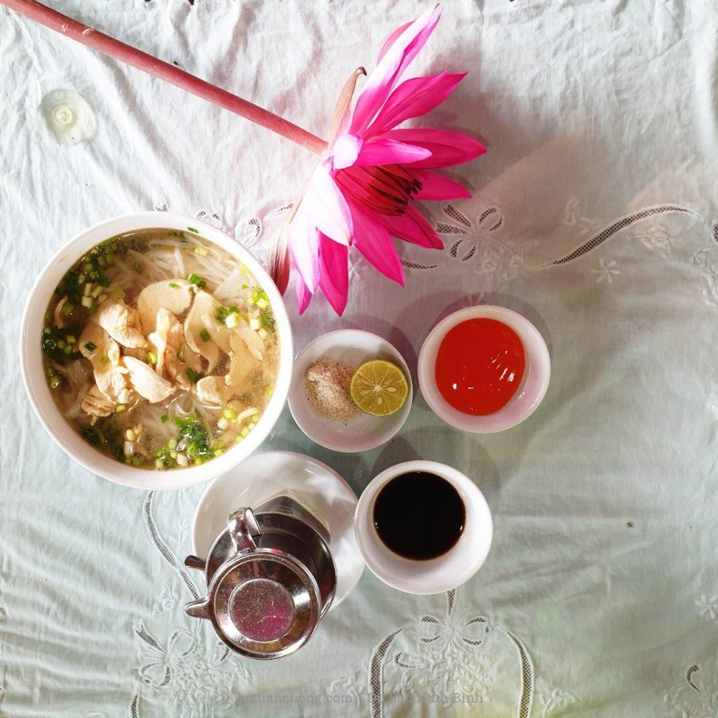 Bữa ăn sáng ở Lotus Field homestay.