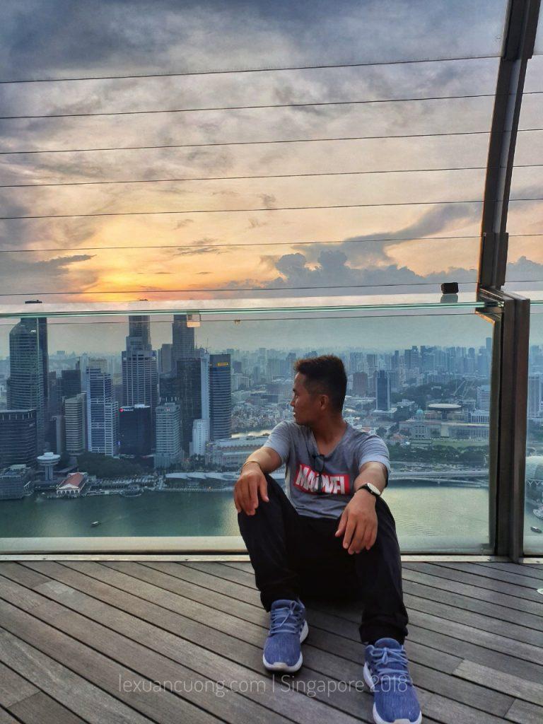 Ngắm hoàng hôn từ tòa nhà Marina Bay Sands - tòa nhà con thuyền cao nhất ở Singapore