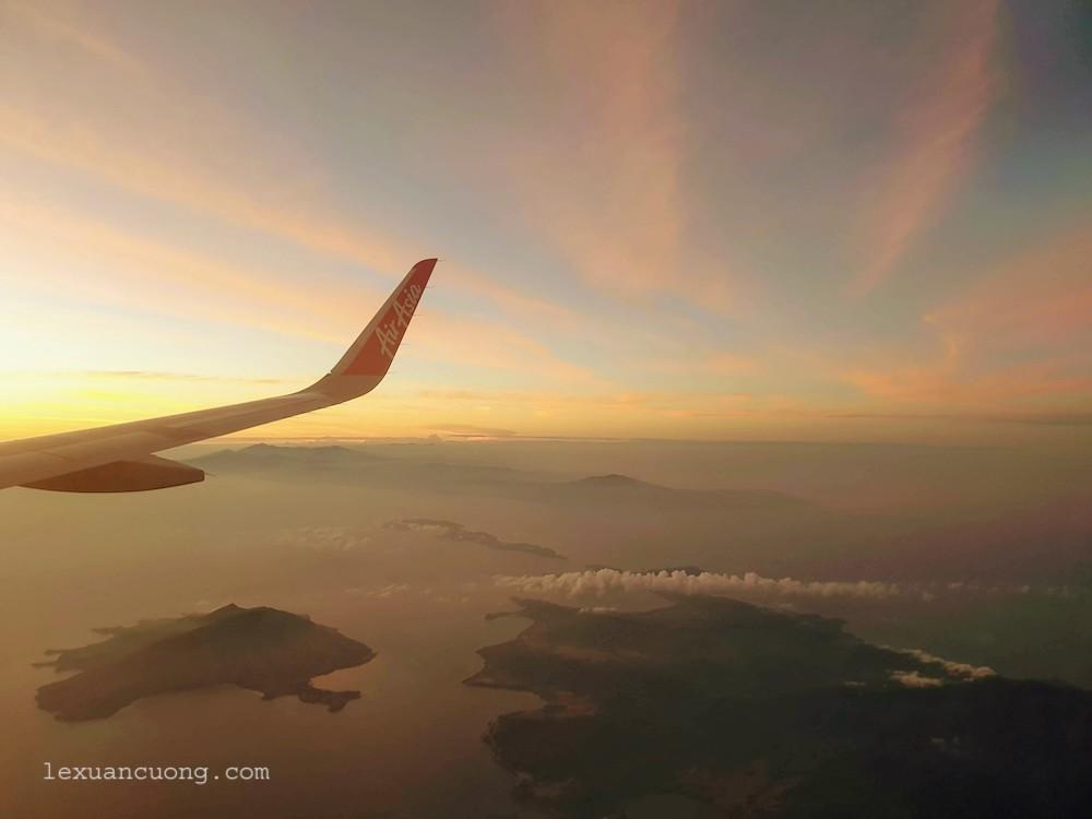 Philippines từ trên cao với vô vàn đảo nhỏ.