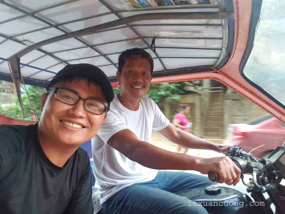 Anh lái xe tricycle chở mình đi chơi ở El Nido
