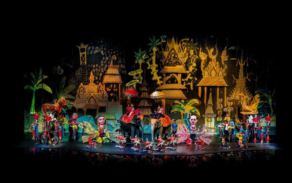 Không gian sân khấu được dàn dựng công phu của Siam Niramit Show @siamniramitbangkok