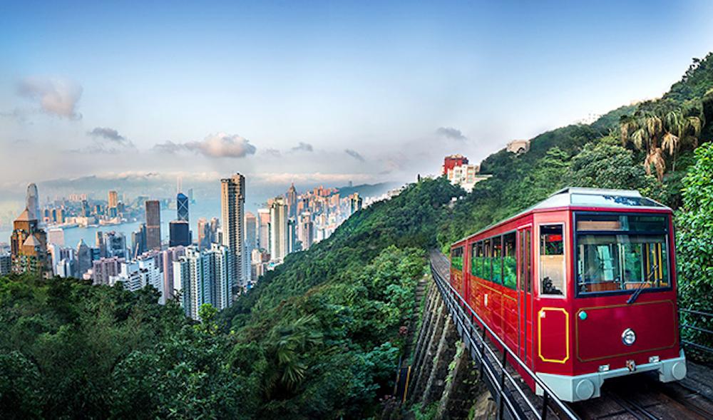 Xe điện cổ 120 tuổi đưa du khách lên The Peak, Hong Kong.