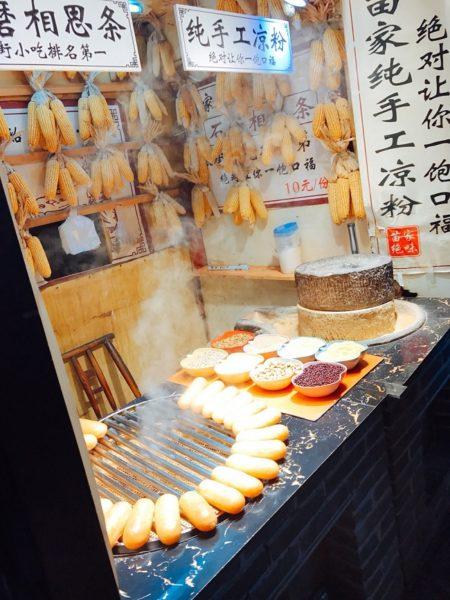 ăn gì ở cổ trấn 1 450x600 - Nên đi Phượng Hoàng Cổ Trấn Tour hay đi tự túc? Kinh nghiệm du lịch Trung Quốc
