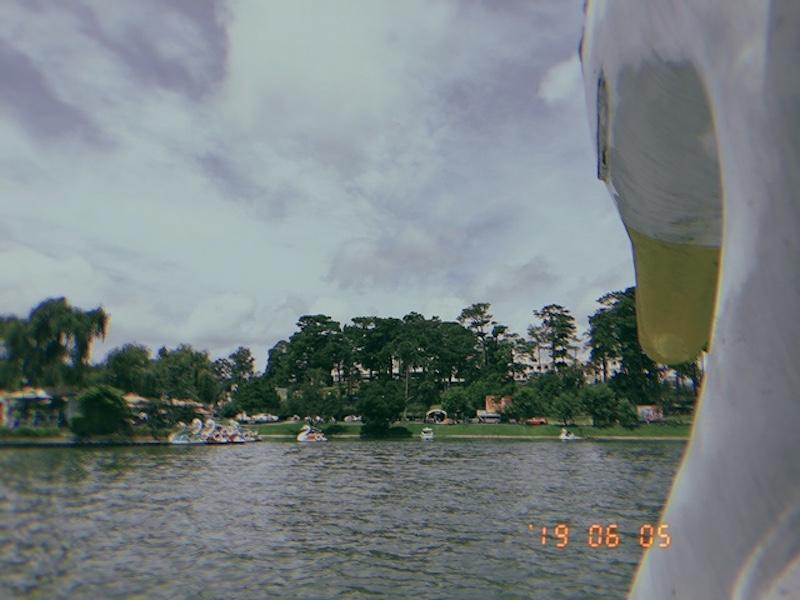 Đạp vịt trên Hồ Xuân Hương.