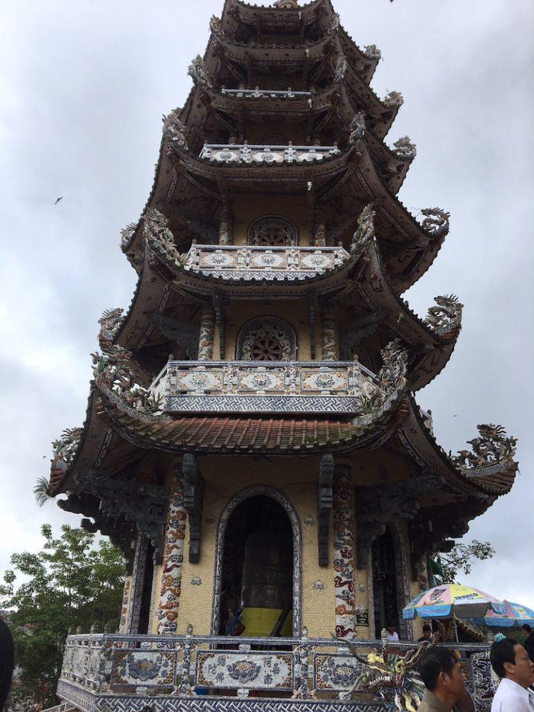 Chùa Linh Phước hay còn gọi là Chùa Ve Chai ở Đà Lạt.