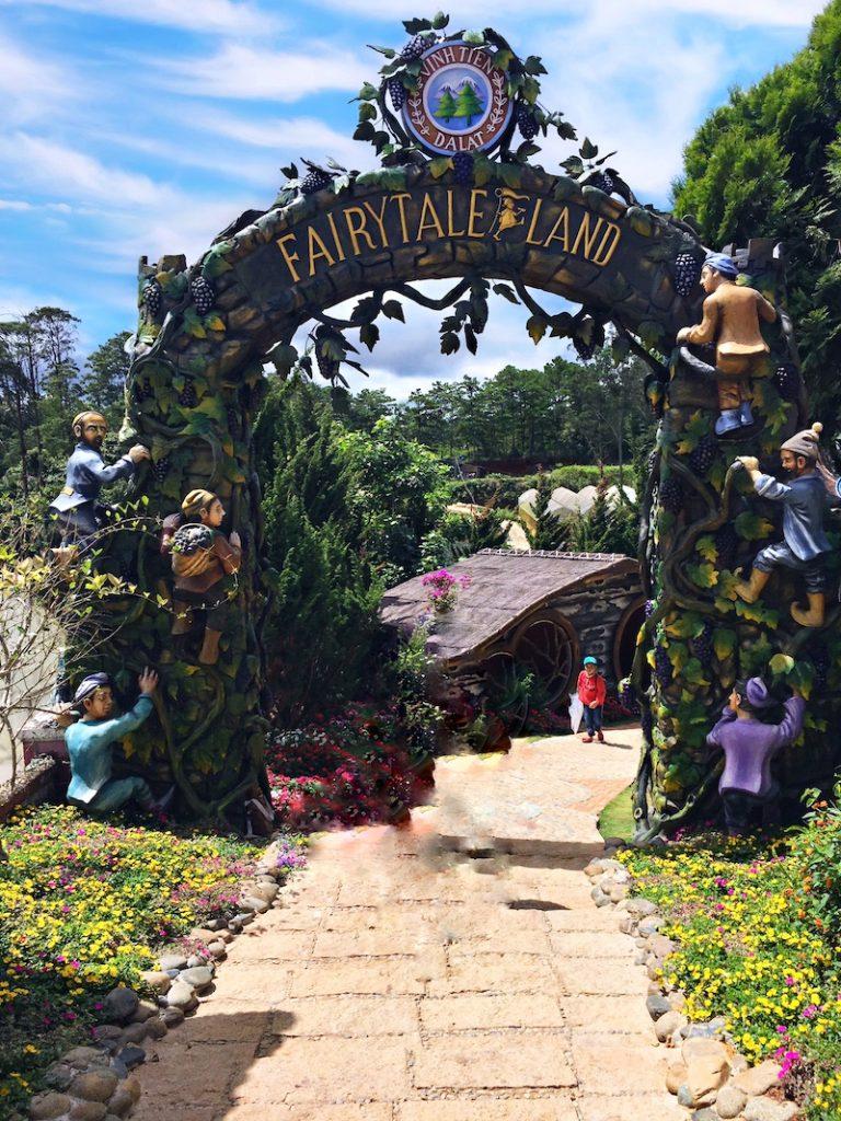 Dalat fairytale land - Vườn cổ tích xứ Đà Lạt