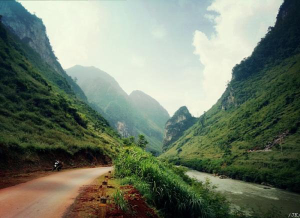 đường từ TP Hà Giang đi Quản Bạ 600x436 - Kinh nghiệm du lịch Hà Giang đầy đủ & chi tiết